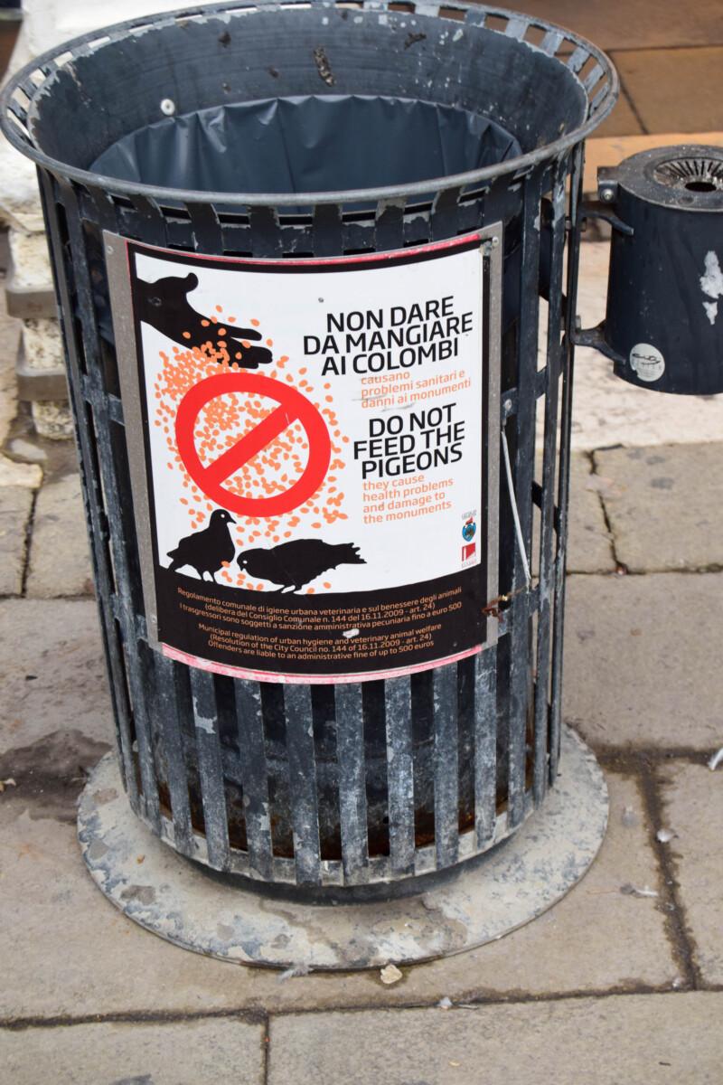 01_Tauben-fuettern-verboten-Muell-wegwerfen-Venedig-Italien