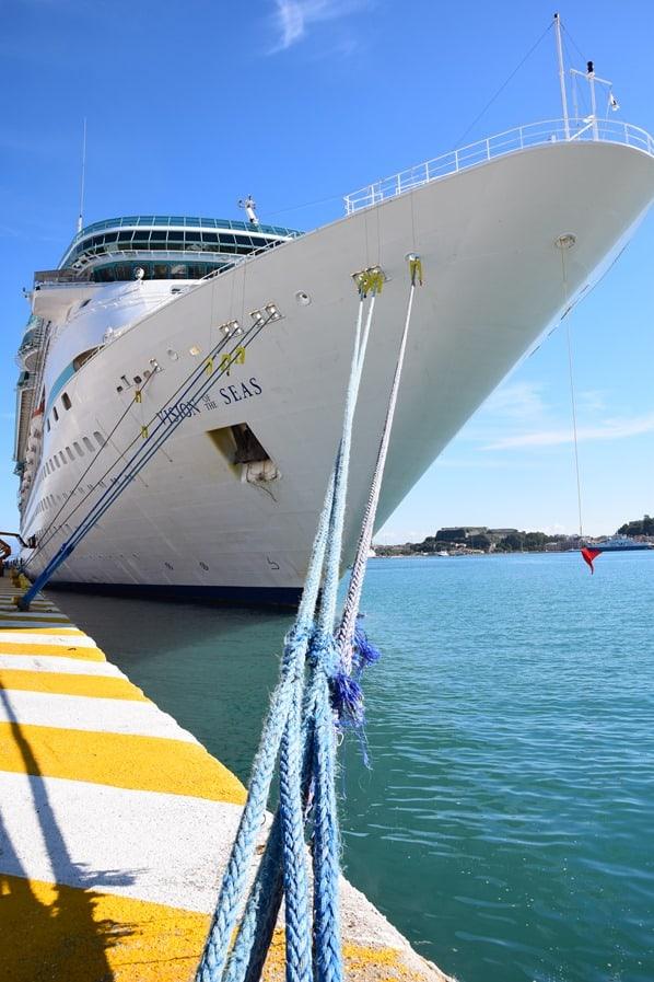 02_Kreuzfahrtschiff-Royal-Caribbean-Vision-of-the-Seas-Korfu-Hafen-Griechenland
