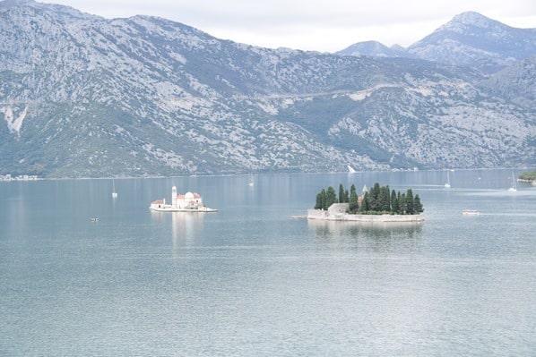 09a_Kreuzfahrtschiff-Royal-Caribbean-Vision-of-the-Seas-Einlaufen-Kotor-Montenegro