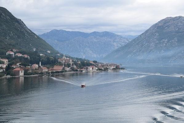 Kreuzfahrtschiff Royal Caribbean Vision of the Seas Einlaufen Kotor Montenegro