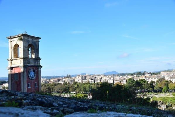 11_Kreuzfahrt-oestliches-Mittelmeer-Alte-venezianische-Festung-Uhrenturm-Blick-auf-Korfu-Stadt-Griechenland