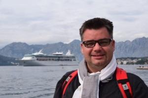 Kreuzfahrtblog Kreuzfahrtblogger Daniel Dorfer vor Kreuzfahrtschiff Royal Caribbean Vision of the Seas Kotor Montenegro