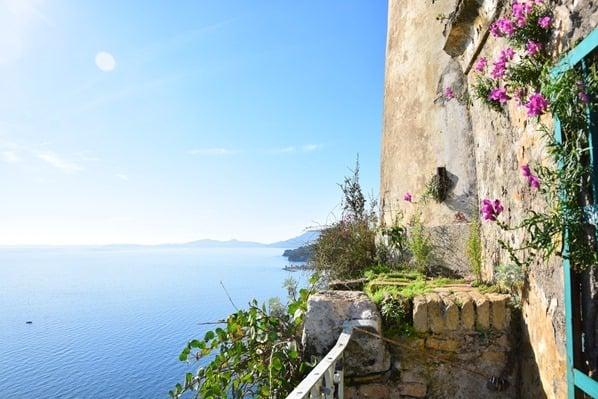 13_Kreuzfahrt-oestliches-Mittelmeer-Alte-venezianische-Festung-Leuchtturm-Korfu-Stadt-Griechenland