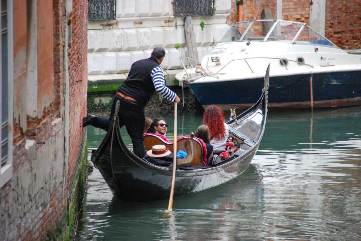 16_Gondoliere-in-Venedig-Italien