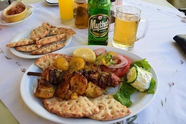 16_Kreuzfahrt-oestliches-Mittelmeer-Mittagessen-Souvlaki-Restaurant-Bellissimo-Korfu-Stadt-Griechenland