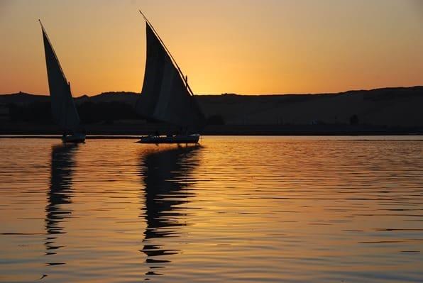 18_Feluken-im-Sonnenuntergang-Nil-Assuan-Aegypten