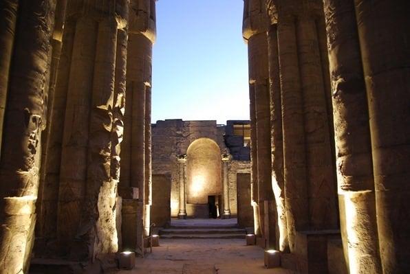 25_Abends-im-Luxor-Tempel-Nil-Nilkreuzfahrt-Aegypten