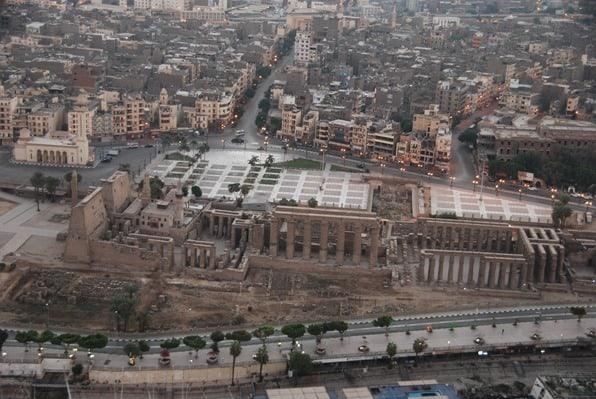 27_Luxor-Tempel-am-Nil-bei-Sonnenaufgang-vom-Heisluftballon-Aegypten