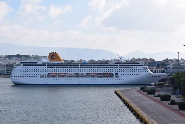 02_Kreuzfahrtschiff-Costa-NeoRiviera-Hafen-Piraeus-Athen-Griechenland