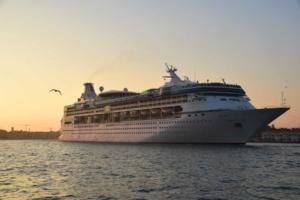 0_Kreuzfahrtschiff-Vision-of-the-Seas-Venedig-Italien-Sonnenuntergang