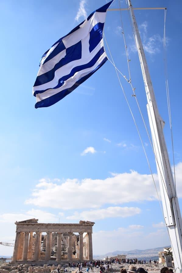 14_Griechische-Flagge-Akropolis-Parthenon-Athen-Griechenland-Kreuzfahrt-Mittelmeer