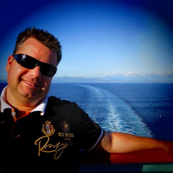 19_Kreuzfahrtblogger-Daniel-Dorfer-Kielwasser-Kreuzfahrtschiff-Vision-of-the-Seas-Mittelmeer