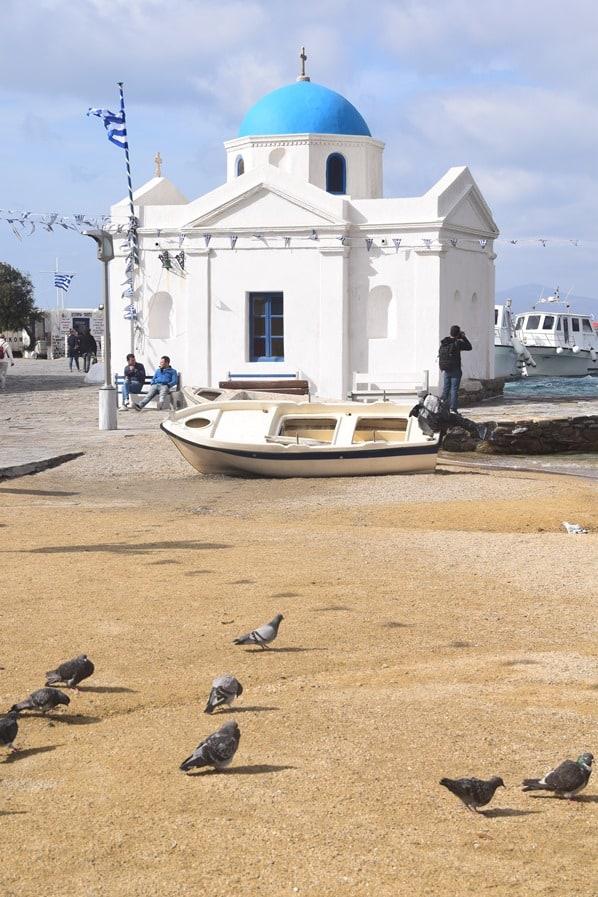 21_Strand-Kirche-Tauben-Fischerboot-Mykonos-Griechenland-Kreuzfahrt-Mittelmeer