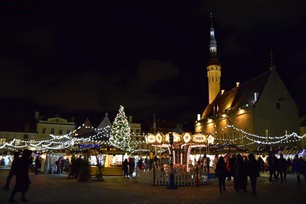 25_Weihnachtsmarkt-Christkindlmarkt-Rathausplatz-Altstadt-Tallinn-Estland-Nacht