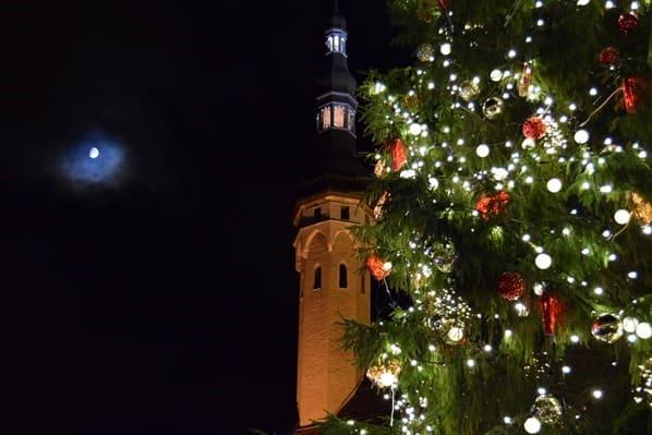 26_Weihnachtsmarkt-Rathausplatz-Altstadt-Tallinn-Estland