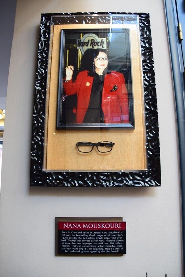 27_Nana-Mouskouri-Hard-Rock-Cafe-Athen-Griechenland-Kreuzfahrt-Mittelmeer