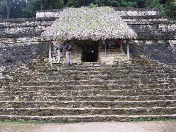 04_Maya-Ruine-Palenque-Mexiko-Grab