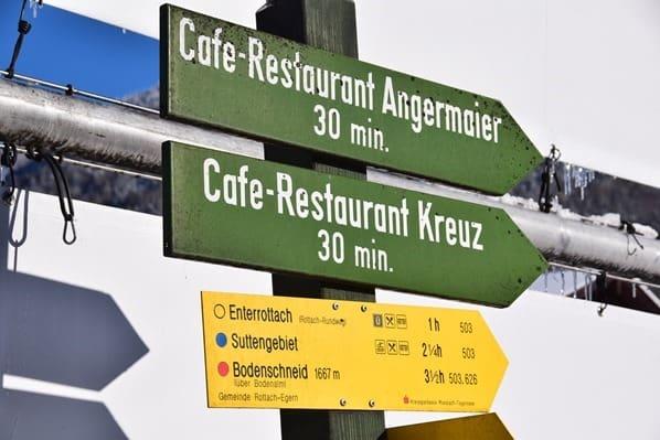 18_Wegweiser-Wanderweg-Rottach-Egern-Tegernsee-Bayern-Deutschland