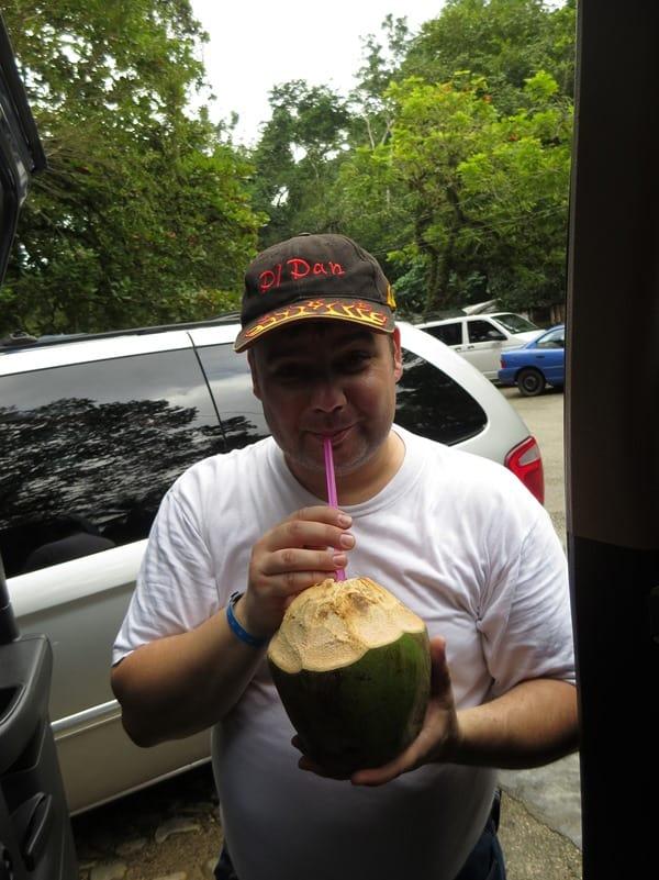 23_Reiseblogger-Daniel-Dorfer-Kokosnuss-Urwald-Maya-Ruine-Palenque-Mexiko