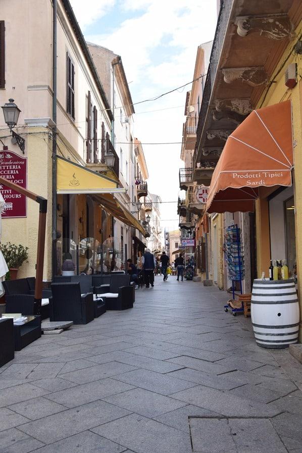 06_Gassen-La-Maddalena-Sardinien-Italien-Mittelmeer