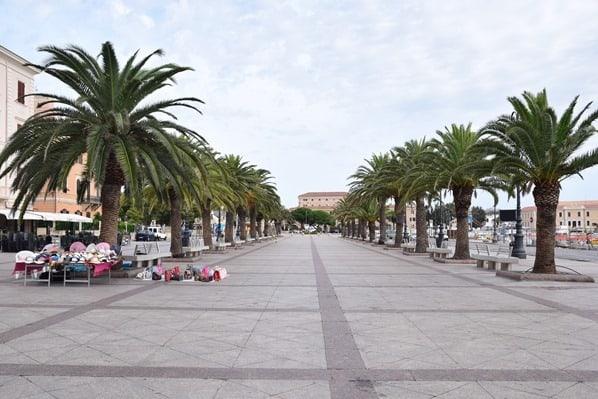 08_Uferpromenade-La-Maddalena-Sardinien-Italien-Mittelmeer