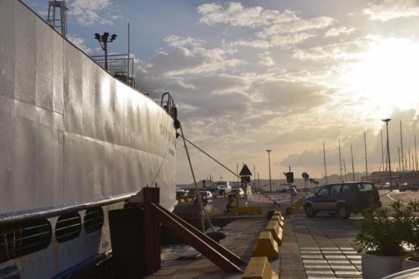 29_Saremar-Autofaehre-Hafen-La-Maddalena-Sardinien-Italien-Sonnenuntergang