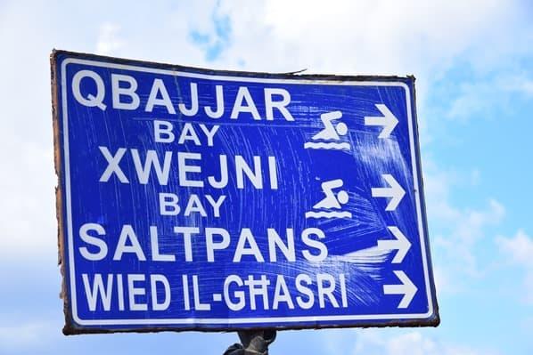 13_Wegweiser-Salzpfannen-Gozo-Malta-Mittelmeer