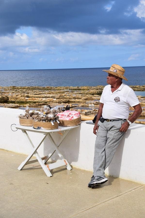 15_Salzhaendler-Salzpfannen-xwejni-salt-pans-Gozo-Malta-Mittelmeer