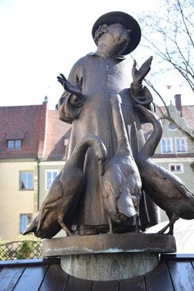 03_Statue-am-Regensburger-Dom-St.-Peter-Regensburg-Citytrip-Bayern-Deutschland-Sightseeing