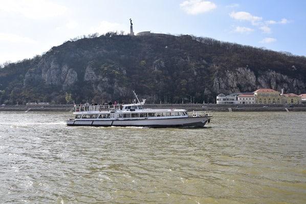 07_Flusskreuzfahrt-a-rosa-Donau-Freiheitsstatue-Szabadsag-szobor-Burgenviertel-Buda-Budapest-Ungarn