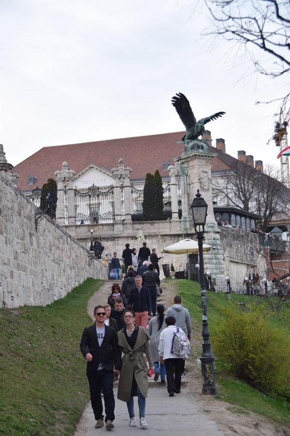 17_Flusskreuzfahrt-a-rosa-Donau-Aufgang-Burgenviertel-Buda-Budapest-Ungarn