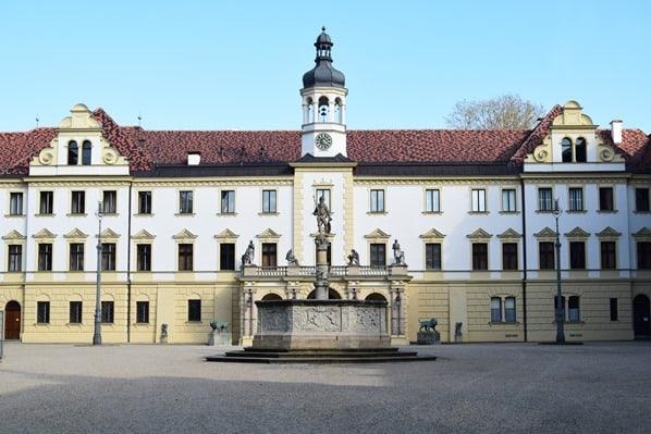 17_Innenhof-Schloss-Emmeram-Thurn-und-Taxis-Regensburg-Sightseeing