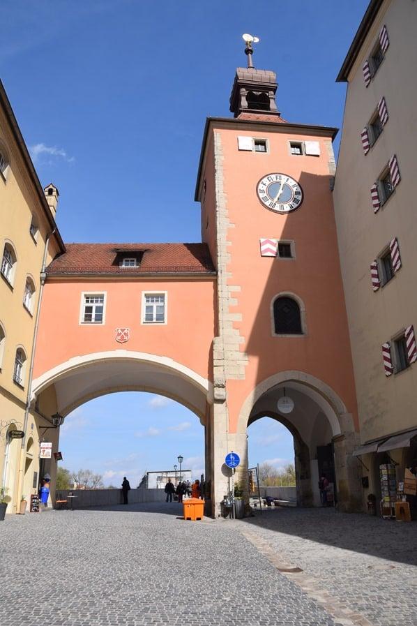20_Brückturm-Steinerne-Brücke-Citytrip-Regensburg-Sightseeing