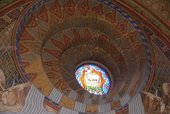 20_Flusskreuzfahrt-a-rosa-Donau-Kirchenfenster-Matthiaskirche-Budapest-Ungarn