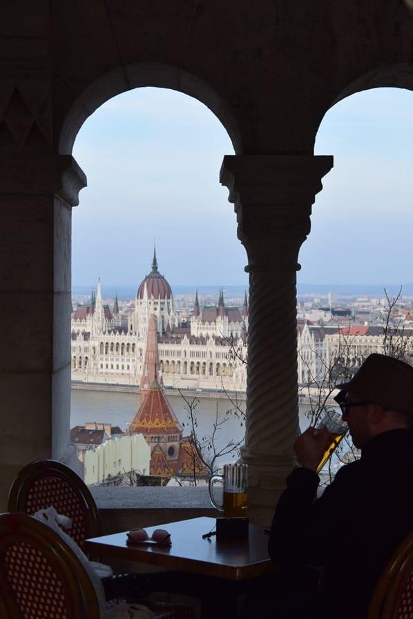 22_Flusskreuzfahrt-a-rosa-Donau-Ausblick-vom-Burgenviertel-auf-das-Parlament-Budapest-Ungarn