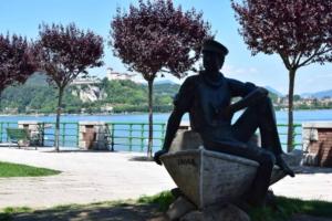 001_Uferpromenade-Statue-Arona-Lago-Maggiore-Italien