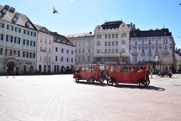 07_Hauptplatz-Altstadt-Toursitenbus-Bratislava-Slowakei