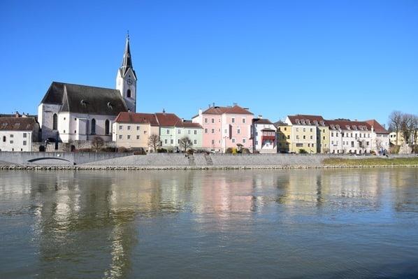 07_a-rosa-Flusskreuzfahrt-Donau-Spiegelung-Ybbs-Oesterreich