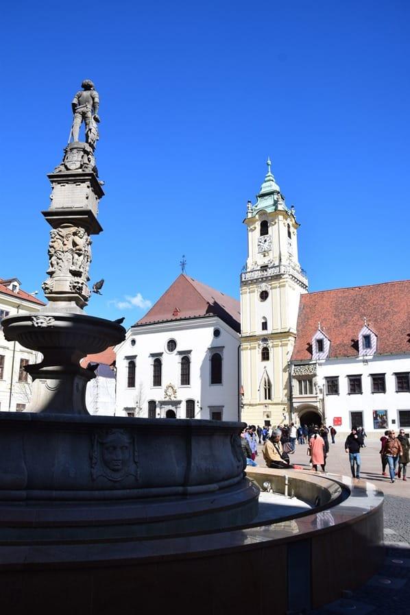 08_Hauptplatz-Altstadt-Maximiliansbrunnen-Bratislava-Slowakei