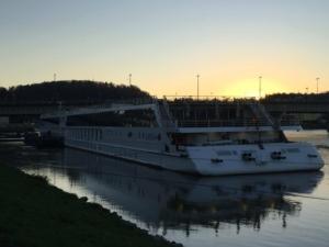 0_a-rosa-bella-Flusskreuzfahrt-Donau-Linz-Oesterreich-Sonnenuntergang