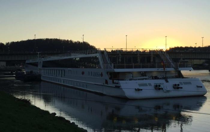 arosa Flusskreuzfahrt Donau Linz Österreich a-rosa bella Sonnenuntergang
