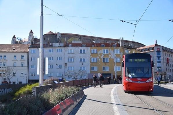 11_Strassenbahn-Burg-Hrad-Bratislava-Slowakei