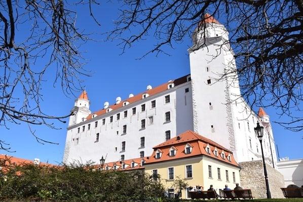 12_Burg-Hrad-Pressburger-Burg-Wahrzeichen-Bratislava-Slowakei