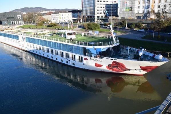 14_a-rosa-bella-Flusskreuzfahrt-Donau-Anleger-Linz-Oesterreich