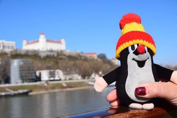 21_Der-kleine-Maulwurf-a-rosa-Flusskreuzfahrt-Hrad-Donau-Bratislava-Slowakei-schoene-Zeit