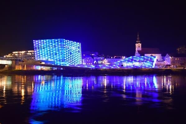 24_Ars-Electronica-Center-Linz-Oesterreich-nachts