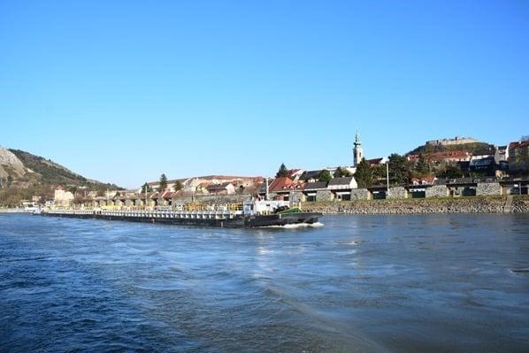 25_Hainburg-Oesterreich-a-rosa-Flusskreuzfahrt-Donau-schoene-Zeit