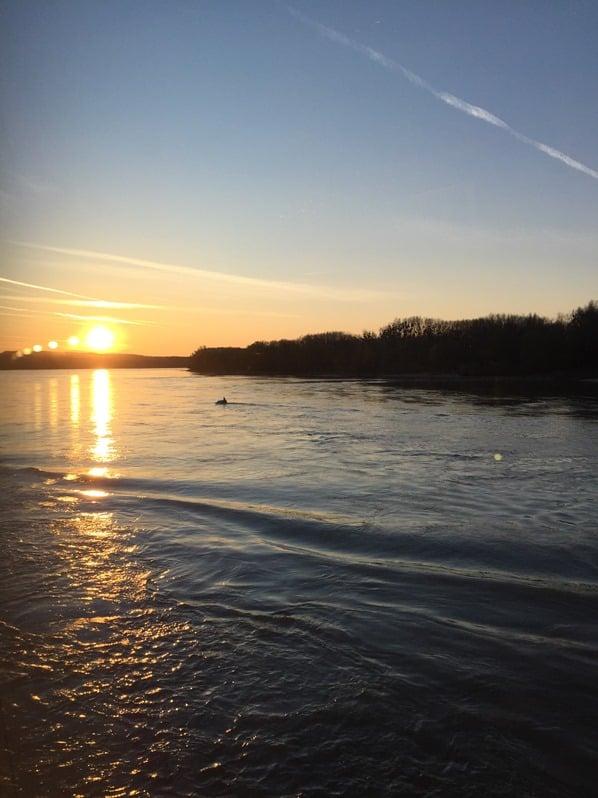 26_Sonnenuntergang-Donau-a-rosa-Flusskreuzfahrt-schoene-Zeit