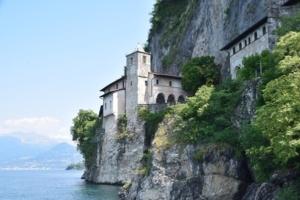 03_Eremitenkloster-Santa-Caterina-del-Sasso-Lago-Maggiore-Italien.jpg