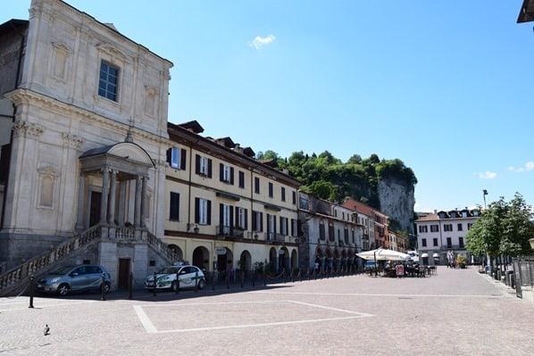 05_Piazza-del-Popolo-Rocca-Di-Arona-Lago-Maggiore-Italien